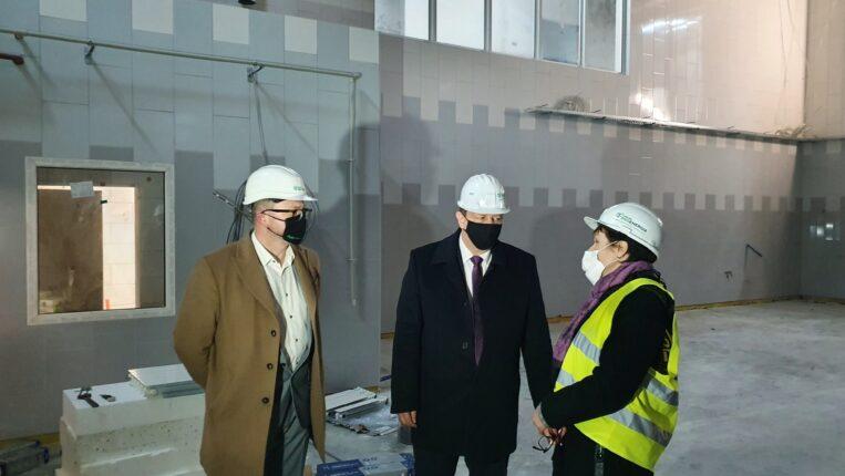 Marszałek Województwa Łódzkiego na placu budowy Centrum Przetwórstwa Produktów Ogrodniczych i Regionalnego Centrum Bioróżnorodności Ogrodniczej